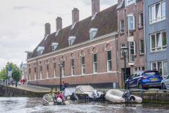 Rondje-Alkmaar-2021-267-Lindegracht-met-Hofje-van-Splinter